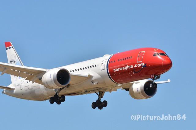 B787-9: DY7902 Norwegian Air Shuttle Boeing 787-9 Dreamliner (G-CKMU) arriving from New York JFK at Schiphol Amsterdam