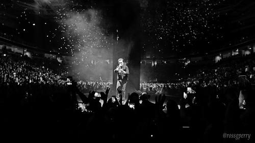 u2 u2eitour experienceinnocencetour untiltheendoftheworld uteotw 20180508 2018 bono poem poetry concert music bw blackandwhite debris ginsberg america sapcenter sanjose