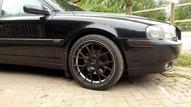 Volvo S80 2.4T Black Flyeyes Wrapping