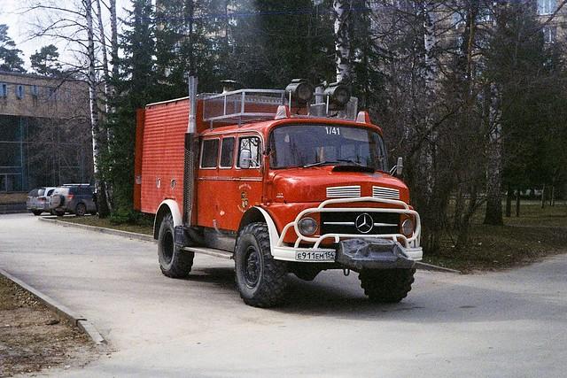 Vintage Mercedes 1113.