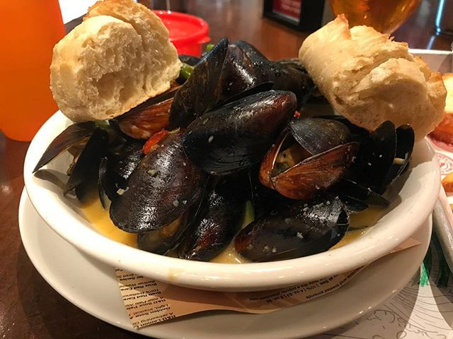 #kvpinmybelly Mussels steamed in Wahoo White with Spanish chorizo, shishito peppers, ginger, jalapeno, garlic and shallots at @ballastpointbrewing in Miramar. Perfect broth for dipping frites and bread. Didn't have a spoon, so I used a shell to slurp up m