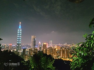 Night 7 (ZenFone 5, HDR, AI) | by huleefox