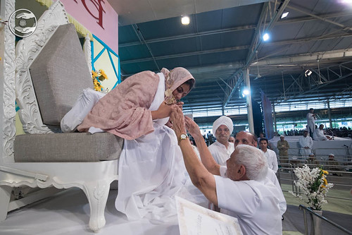 Supreme Spiritual Icon of the Year-2018 Award was presented to Satguru Mata Ji