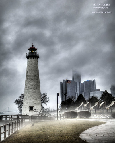 allrightsreserved 313 detroit downtown urban fog foggy lighthouse light lost path hdr 3exp canon 5d mkii digital rencen gm headquarters renaissancecenter river border canada usa america midwest michigan detroitderek july 2018 eos motown motorcity centennielpark