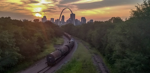 stlouis railroad arch city tracks railcar sky sunset