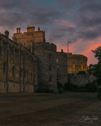 windsorcastle windsor royalty royal family castle history historic sunset tourist tourism unitedkingdom uk gb greatbritain britain berkshire handheld