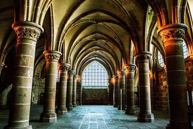 réfectoire de l'abbaye du Mont St Michel