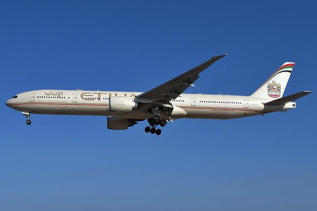 A6-ETG Boeing 777-3FXER at CYYZ