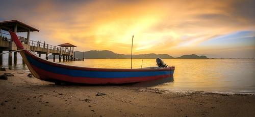 air beach clouds fisheye georgetown georgetownpenang landscape light malaysia nature penang penangisland pulaupinang samyang samyang12mmf28edasncsfisheye samyang12mmf28 seascape sun sunlight boats pulauaman jetty jeti sunset