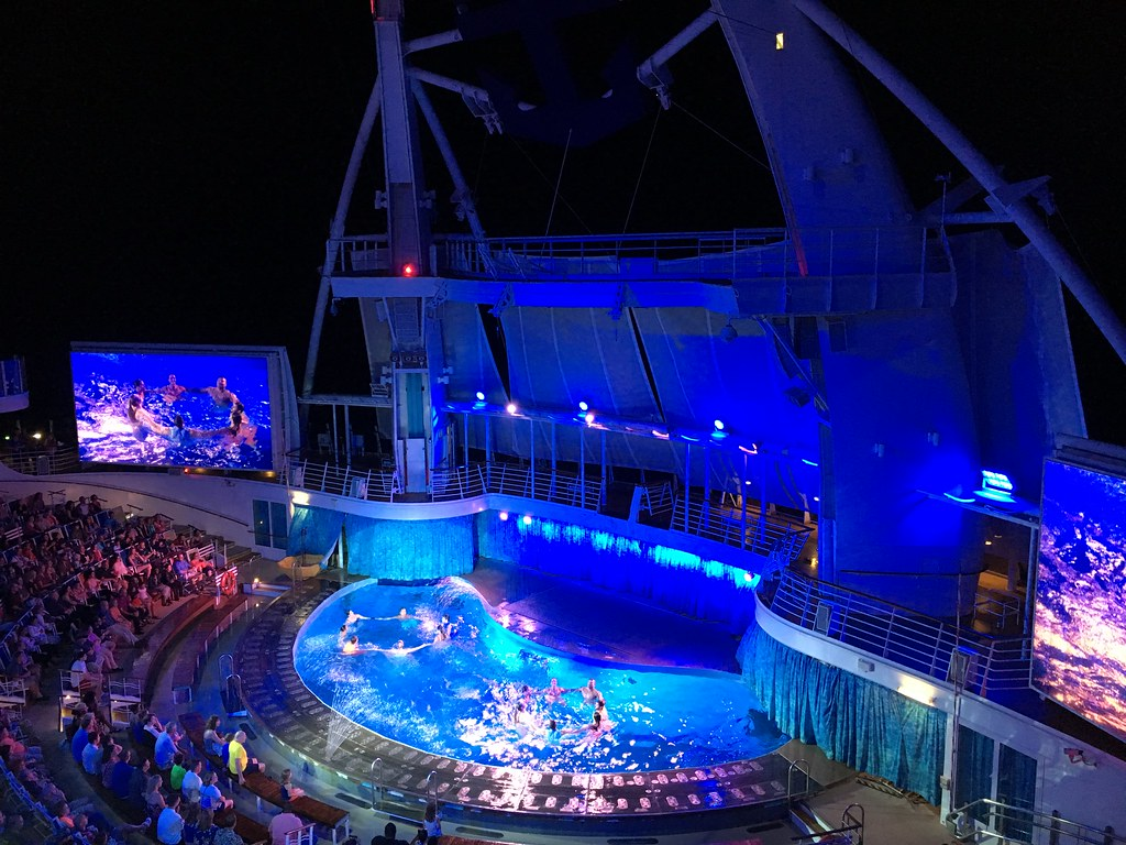 Oasis of Dreams show from Aquatheatre Suite 8330 - Oasis of the Seas