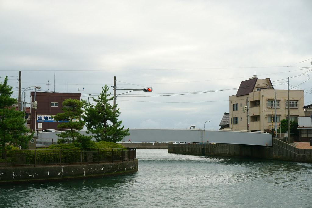 水路側交通信号機