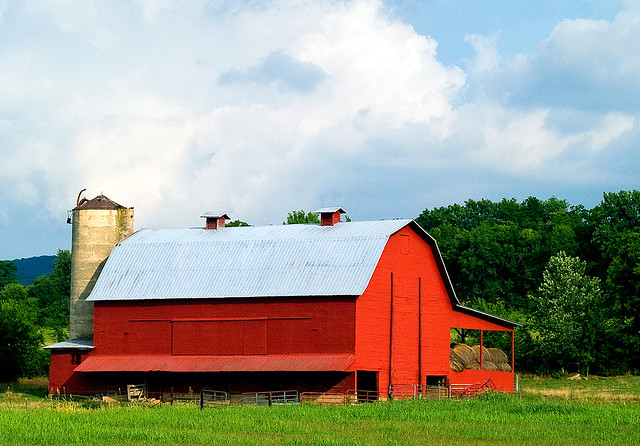 Huge Red Barn in Tennessee