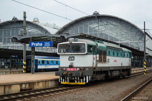 754 042-0 České dráhy - Praha hlavní nádraží
