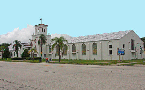 redeemerlutheranchurch protestantchurch lutheranchurch placeofworship beingrenovated underrenovation churches between43rd44thstreets between43rdand44thst fullcityblocklong 4355centralavenue 4355centralave stainedglasswindows pinellascounty florida fl unitedstates usa us america saintpetersburg stpetersburg stpete houseofworship holyplace cross crucifix