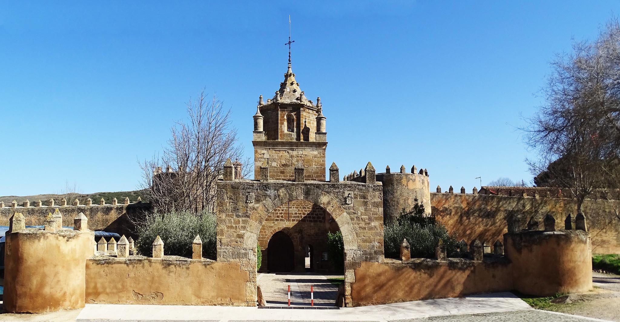 entrada muralla exterior Real Monasterio de Santa Maria de Veruela Zaragoza