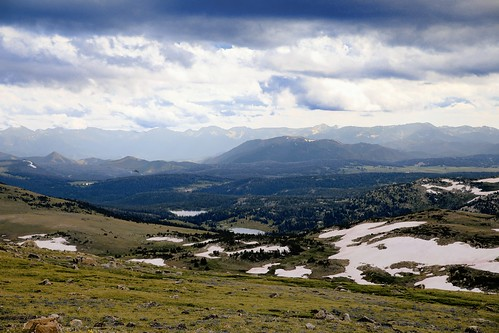 loosekamp lake stockade seen froom beartooth highway shoshone national forest wyoming the absoroka mountains can be distance beartoothplateau beartoothhighway treeline alpine loosekamplake stockadelke absarokamountains shoshonenationalforest trees snow wyojones np