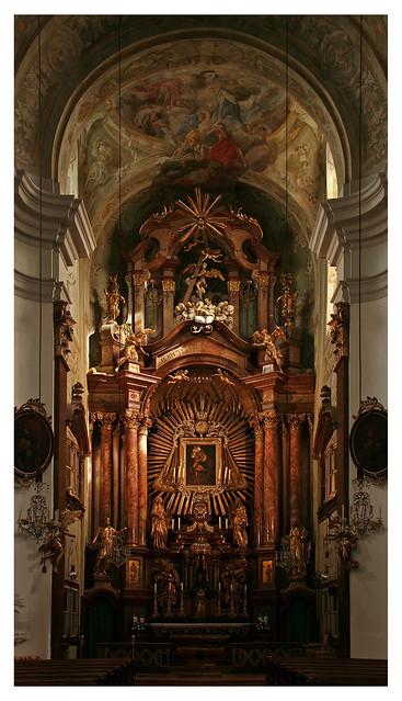 In der Mariahilfer Kirche (Hochaltar)
