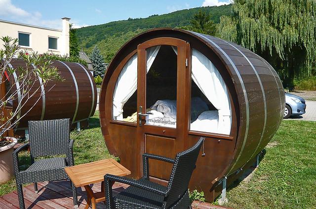 Sleeping in a wine barrel ... (1160093)