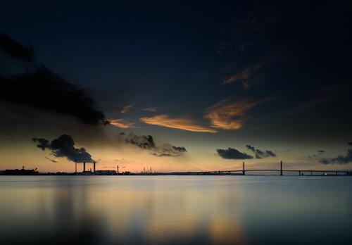 横浜市 神奈川県 日本 jp yokohama kanagawa ocean sea sky water longexposure bridges clouds color reflection