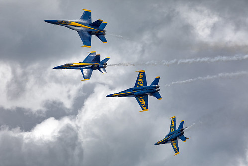 2018 chippewavalleyairshow blueangels eauclaire eau keau airshow aviation avgeek fa18 formation clouds