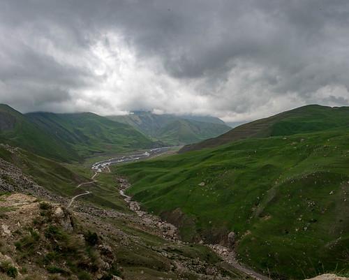 montagnes paysage panorama3 ciel rivière nuages entrequbaetxinaliq qubakhachmaz azerbaïdjan aze