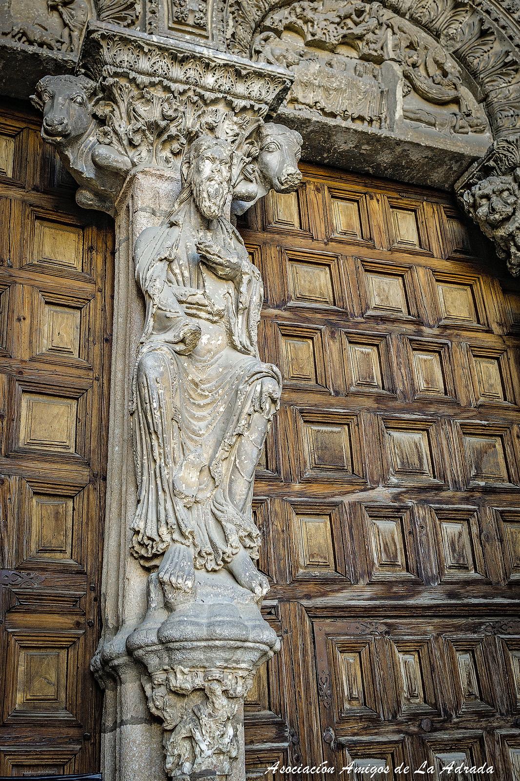 Detalle de la portada occidental de la Iglesia de San Vicente