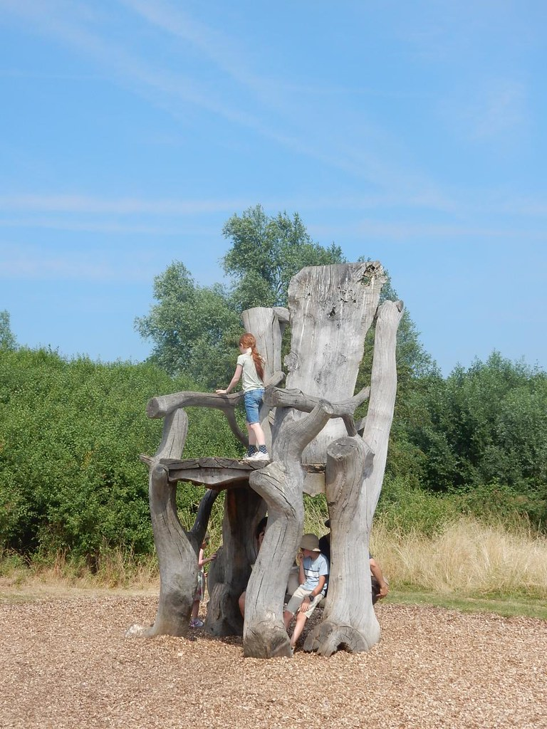 Giant Chair Cheshunt to Broxbourne
