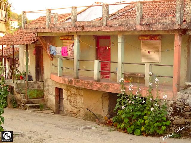 Águas Frias (Chaves) - ... casas na Rua Central ...
