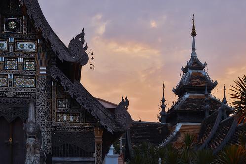 chiangmai chiangmaiprovince thailand 2018 buddhism buddhisttemple temple sunny changwatchiangmai th sunset dusk