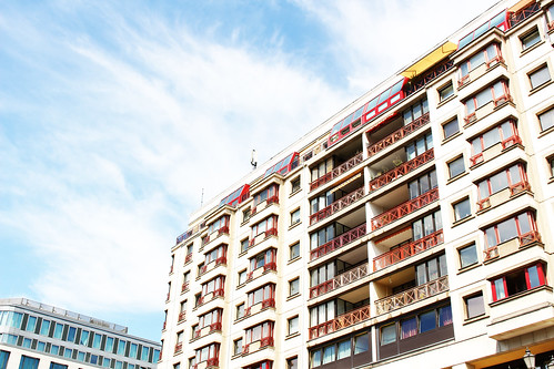 immeuble bleu blanc rouge Berlin | by blondgarden