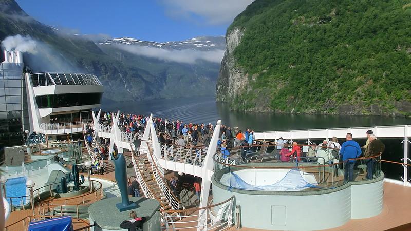 Das Kreuzfahrtschiff Aida Aura liegt in Norwegen vor Anker. 1200 Menschen liegen unter Quarantäne fest. Zwei Deutsche an Bord des Kreuzfahrers  stehen unter Verdacht, mit dem neuartigen Virus Covid-19, Corona virus disease 2019 infiziert zu sein. 7630