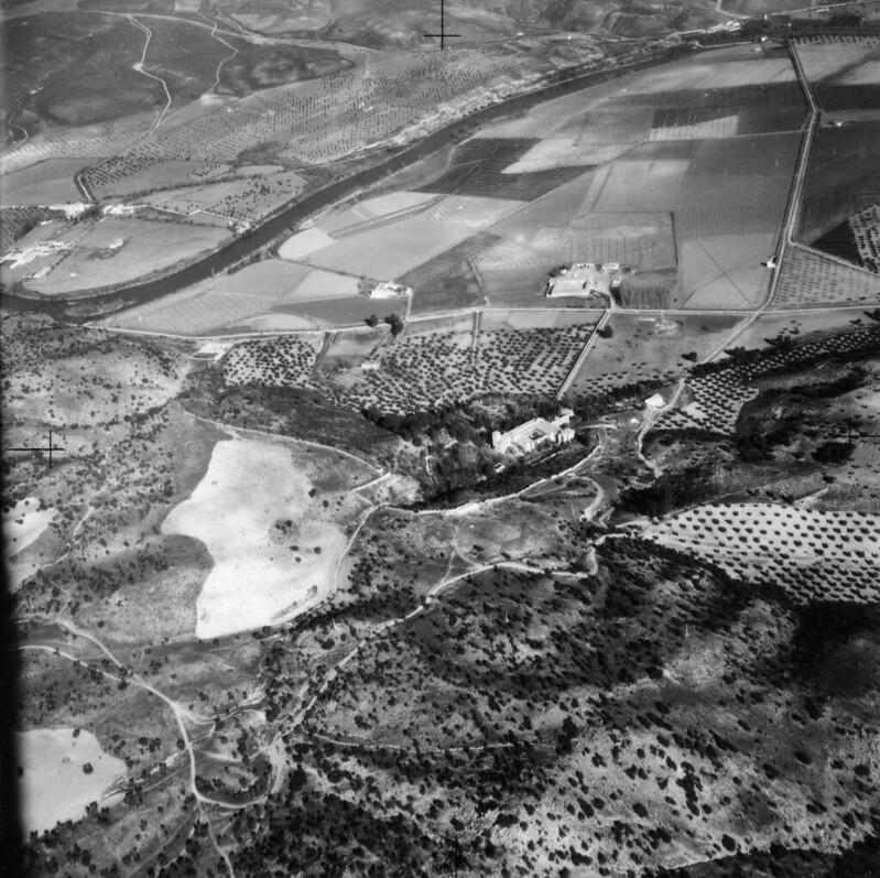Fotografía aérea del Monasterio de Montesión o de San Bernardo en Toledo a mediados del siglo XX. Centro cartográfico del Ministerio del Ejército.