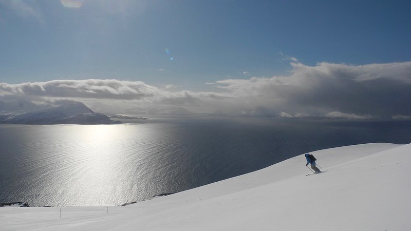 Skiing towards the Arctic Ocean is a very special experience. Skier: Steve Jones