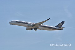 Beacon On: SQ323 Singapore Airlines Airbus 350-900 (9V-SMP) departing to Changi from Schiphol Amsterdam