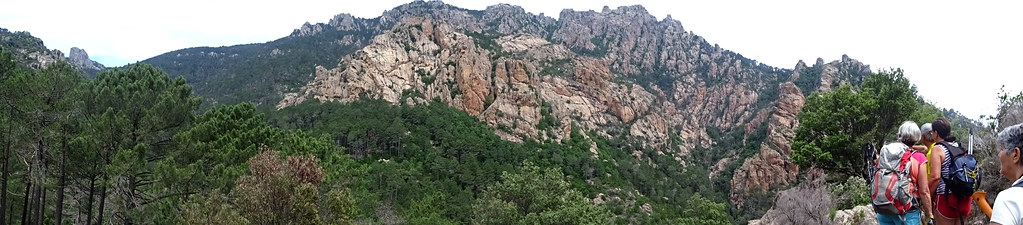 Vers Posta di A Strada : vue panoramique des parois et aiguilles sous Punta di Quercitedda