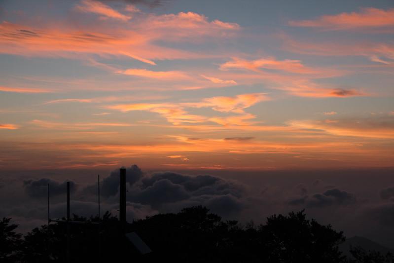大台ヶ原 早朝の日出ヶ岳の朝焼け
