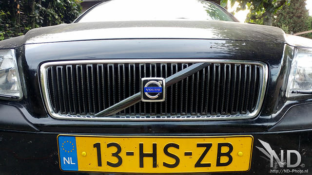 Volvo S80 2.4T 4D Carbon Wrapped Grille