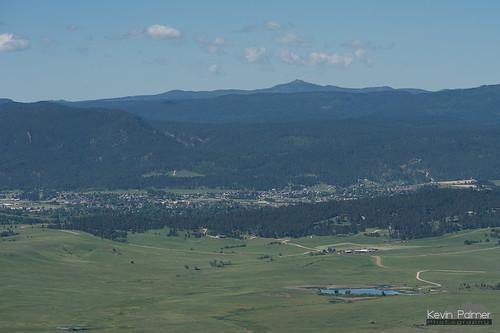 bearbutte statepark bearbuttestatepark southdakota blackhills sturgis june summer spring morning sunny blue sky nikond750 nikon180mmf28 telephoto harneypeak scenic view blackelkpeak fortmeade green