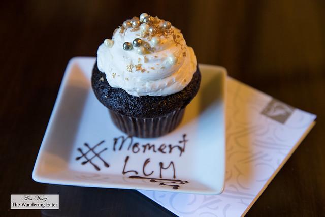 Welcoming cupcake