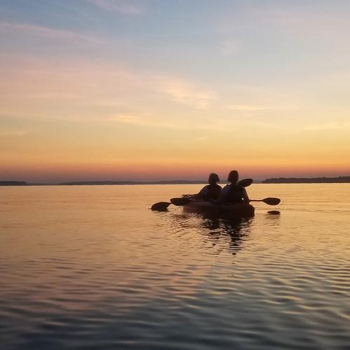 paddling sunset river water kayaking scenic inspiring silouette