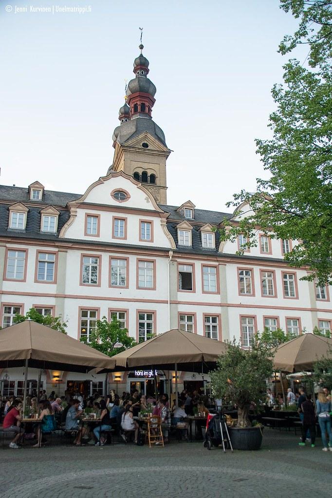Terasseja Koblenzin vanhassa kaupungissa