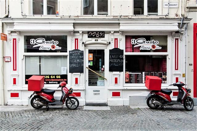 Antwerpen, pizzabrommertjes.