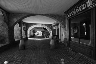 Sous les arcades | by Nathalie Falq