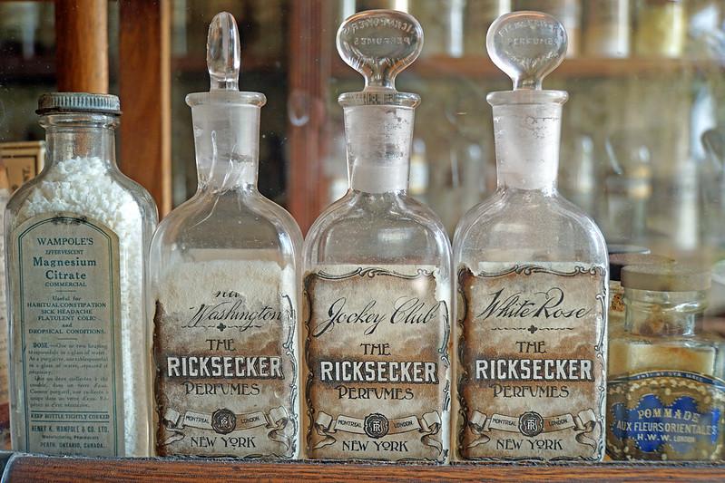 DSC00976 - Old Bottles