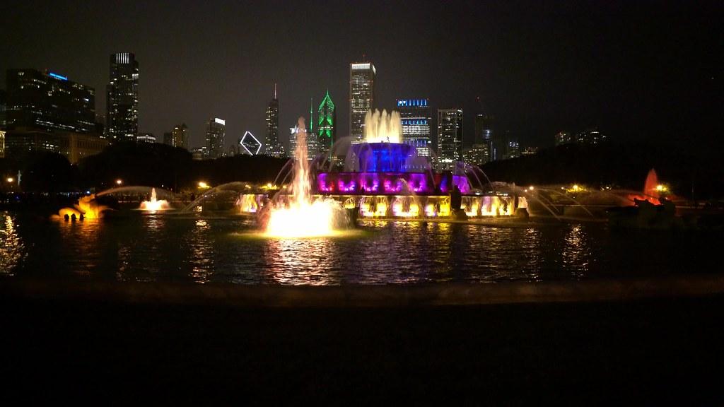 Buckingham Fountain Night Skyline UHD high