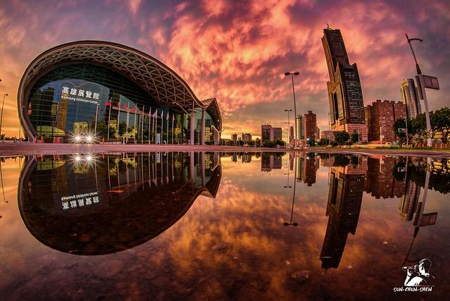 高雄世貿展覽館夕燒