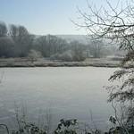 Die Teiche an der Wuppertaler Straße in der Heisinger Ruhraue sind zugefroren