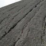 Spuren der Rillenerosion am Gipfel der Halde Rheinelbe