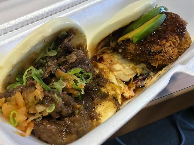 #kvptexas Going over to-do list for @aajavoices team w/ bulgogi and pork katsu baos from ‪@FatBaoHouston. NOM. #baobao #kvpinmybelly #newsroomfood #AAJA18‬