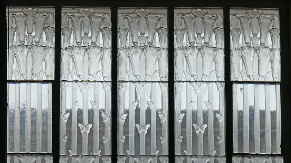 Trumpet-like lilies - Lalique glass panel - Glass Church
